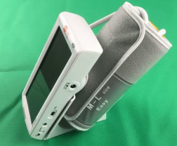 Aponorm Professionell Touch - Gerät und Manschette auf dem Standfuß